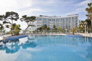 piscina del hotel en salou