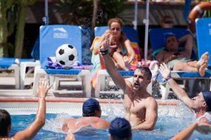 piscina con juegos